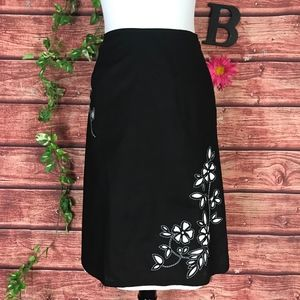 Talbots Skirt size 6 Black White Floral Embroidery